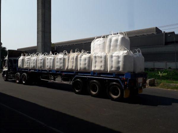 Trailer and  fertilizer